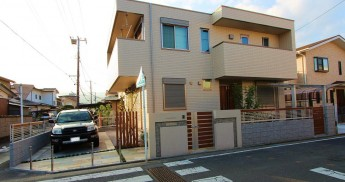 小田原市 外構施工例 角地のセミオープン外構 モザイクタイルの門袖
