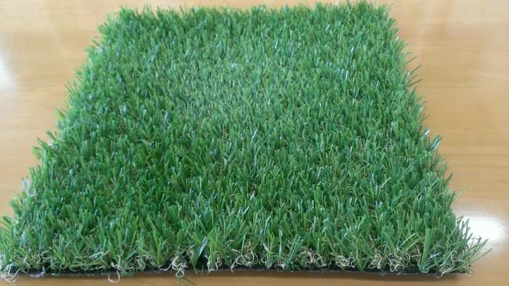 リアルな人工芝のKターフ、ショールームのサンプルです。