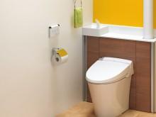 給水管や掃除道具もキャビネットに隠せるリフォレ タンクレストイレのようにすっきりな空間に