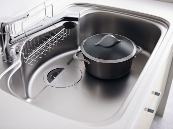 リクシルのシステムキッチン、シエラ シンクを汚れと傷から守る加工がされています。