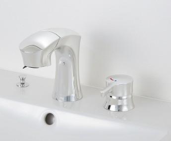 手を差し出すと湯水が出るタッチレス水栓。