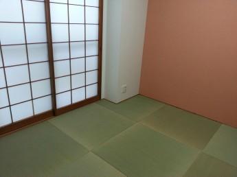 縁なしの畳で開放感がある和室