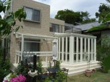 フルガラス仕様の暖蘭物語で洋風のお庭にもマッチ