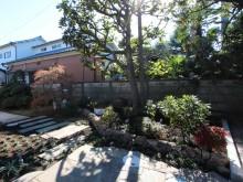 ジャワ鉄平石を敷いた敷石のアプローチ。落ち着いた和風のお庭が出来ました