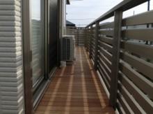 ガンバツ材使用のデッキ 二階ベランダ 施工例