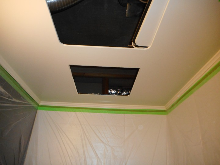 浴室換気乾燥機の取付穴