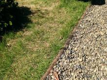 大磯町 吉田邸 砂利と芝を竹がわける