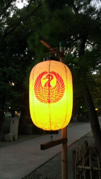 平塚八幡宮 境内の提灯 夜間点灯