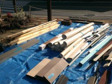 木材、フロアクッション、カーテンレールなどあります