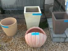 お庭のオブジェに…樹木を植える鉢として…結構人気がありました。