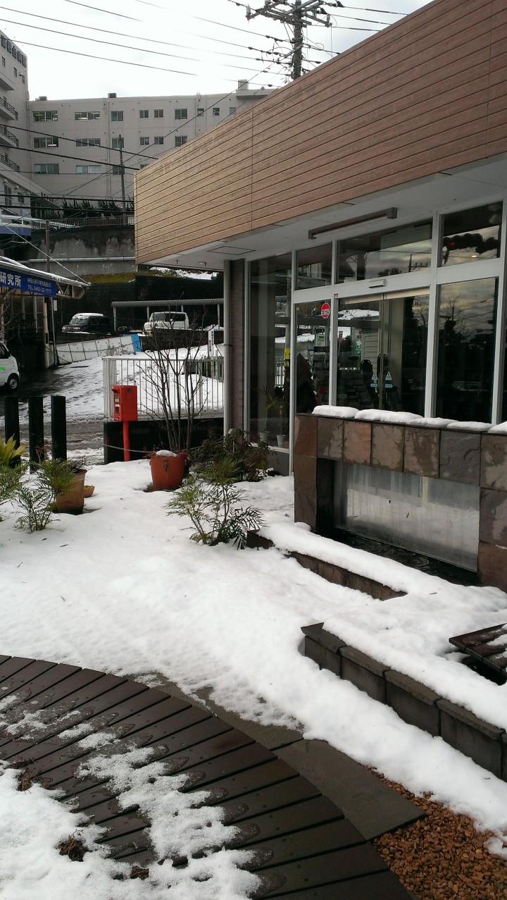 アトラスホームの入り口も雪が積もっていました
