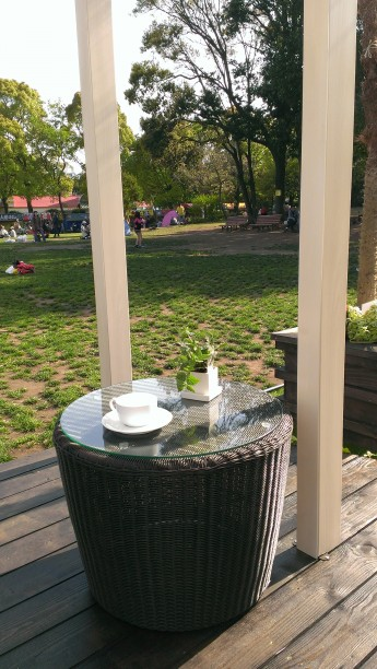 タカショーの庭座 サイドテーブル チェアと合わせて素敵なお庭になりそうです