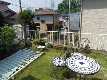 高さのあるお庭で眺めが良いですが、フェンスが低いので少々危ないです。