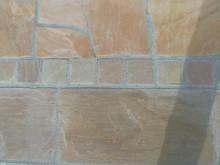 アプローチ完成写真 床面のピンコロ、自然石のアップ
