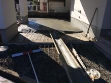 ビルトインガレージにコンクリートを流していきます