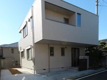 モダンな箱形住宅に合わせてスクエアを基調としたオープン外構