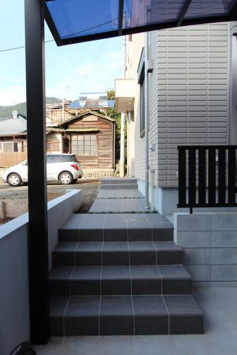 松田町 外構施工例 アプローチ 磁器タイル