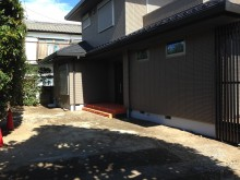 和モダンの新築のお宅が完成し、外構工事を進めていきます。