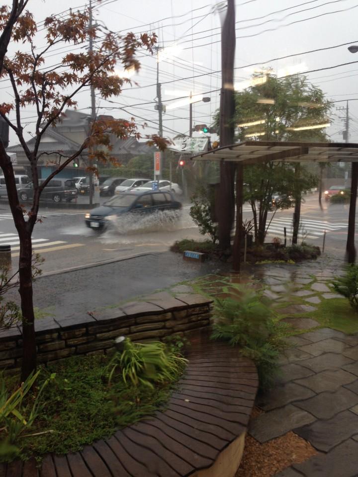 台風接近中です。
