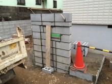 ブロックを積んで門袖の形を造ります