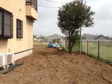 何もなかったところに真砂土ミックス舗装のアプローチを作ります