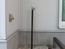 建物内の駐車スペース一画に水栓を設置