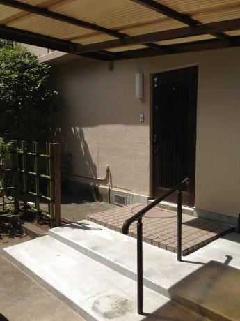 庭のリフォーム アプローチの段差をステップで緩和