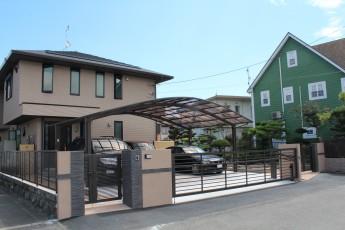 2世帯用の門まわりは共有スペースと程よい距離感が大切です。