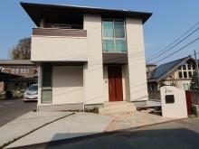 横浜市栄区にて角地のオープン外構!アプローチと兼ねた駐車場は床面デザインもこだわって