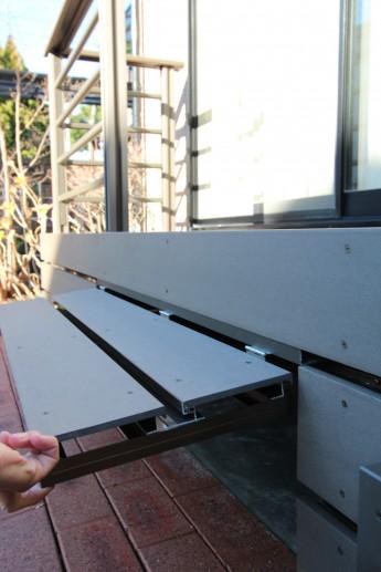 樹脂デッキの下には収納スペースがあり、ガーデン用品やカー用品を収納出来ます。