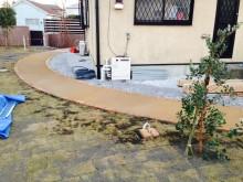マサドミックスのアプローチは土のように見えますが、固まっているので掃除もしやすいです