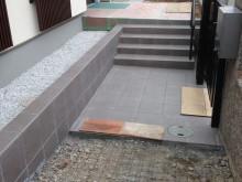 スロープにコンクリートを打設します