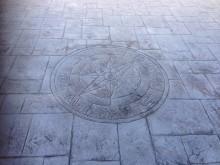 スタンプコンクリートは年月が経ったかのような風合いが特長です。