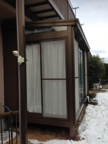 長く愛用頂いていたサンルームの屋根が大雪の影響によりダメージを受けました