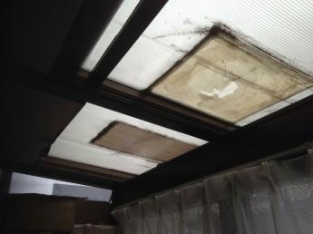 古くなったサンルームの屋根