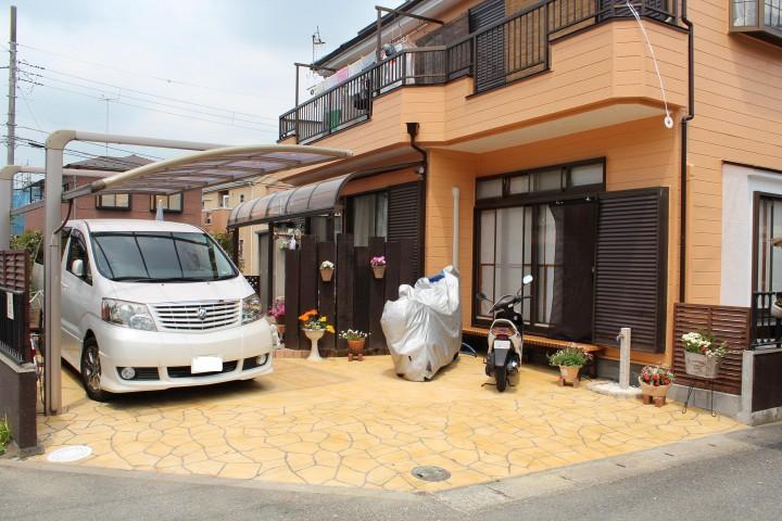 段差を解消し、駐車・駐輪がスムーズに行える車庫