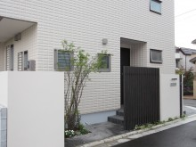 神奈川県秦野市 植栽と門袖 塗り壁の袖壁