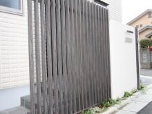 神奈川県秦野市 門袖横のタカショー目隠し格子で玄関をさりげなく目隠し