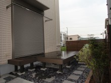 神奈川県秦野市 樹ら楽ステージ 外構施工例 人工木材のウッドデッキ