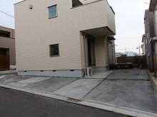神奈川県秦野市 施工現場の駐車場から庭にかけて オープンで入りやすい