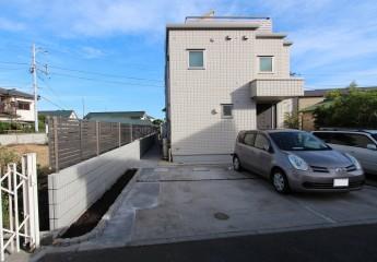 見通しが良くなった為、フェンスとブロックを設置しました。