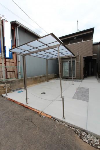 カーポートの着脱式サポート柱を使った駐車場の施工例