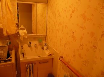 完成後 洗面台と壁紙