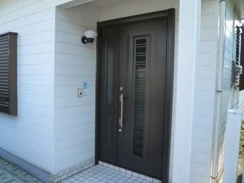 リクシルのリシェントにリフォームした玄関ドア
