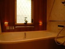 浴室はリフォムスにリフォーム 暖かく使いやすいバスルームです
