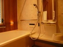 リフォムス、湯たんぽミラーとライトタッチ水栓、バスホタルを採用