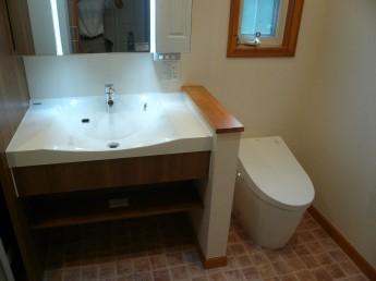 同じ空間にある洗面所とトイレ