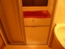 在来浴室からシステムバスにリフォーム。段差も緩和しました。