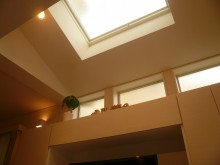 トップライトは採光と通風、高窓は採光を得るために付けました。