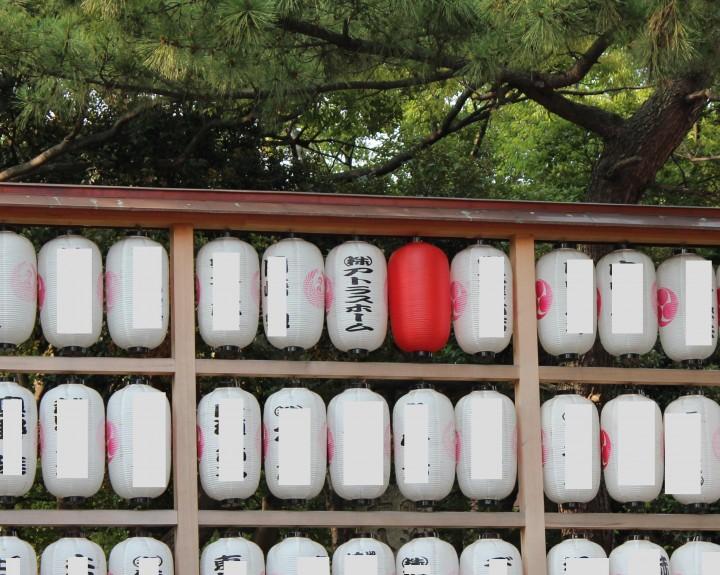 平塚八幡宮の提灯に弊社の名前を書いて頂きました。